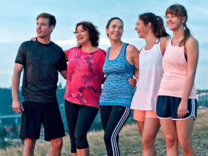 RECENZE: Pokud je pro vás běh sprosté slovo a chcete se upřímně zasmát, zajděte na Ženy v běhu