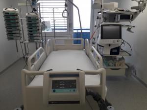 FOTO/VIDEO: Ve Fakultní nemocnici Olomouc se otevřelo nové oddělení následné intenzivní péče