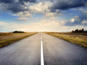 Díky oteplení jsou silnice bez problémů sjízdné. Místy se však tvoří mlha