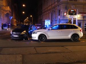 Při nehodě v Masarykově ulici byla zraněna řidička i její nezletilá spolujezdkyně