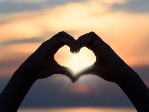 Zamilovaní dnes slaví svátek svatého Valentýna, za dárky utrácejí Češi od 500 do 1000 korun