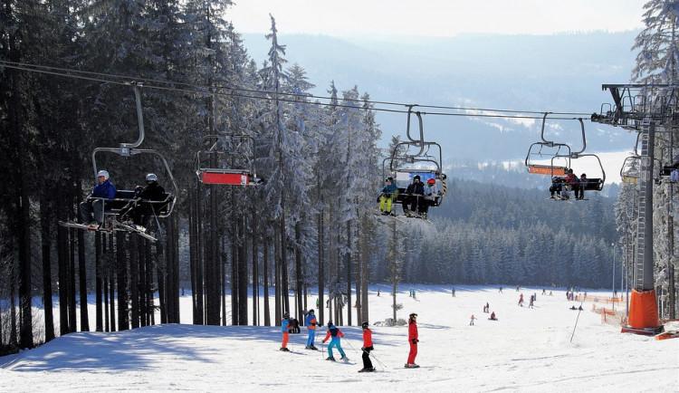 Navzdory oteplení hlásí lyžařské areály v Jeseníkách stále dobré podmínky