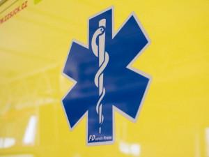 Šestadvacetiletý muž strčil v práci nohu do lisu. Skončil v nemocnici