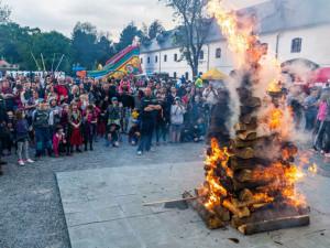 Jak pálit čarodějnice? Při porušení zákona o požární ochraně hrozí vysoká pokuta
