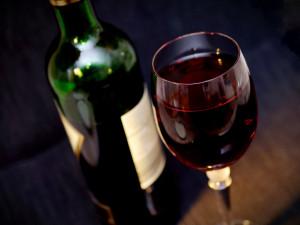 Cyklista dopoledne vypil lahev vína a dvě piva, pak usedl na kolo