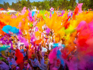 VÍKEND PODLE DRBNY: Zaběhejte si ve víru barev, zajděte na tradiční pouť nebo zkuste projít minovým polem