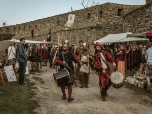 Na Helfštýně budou šermíři, vojáci a akrobati. Bude se tam konat jubilejní desátý ročník Festivalu vojenské historie