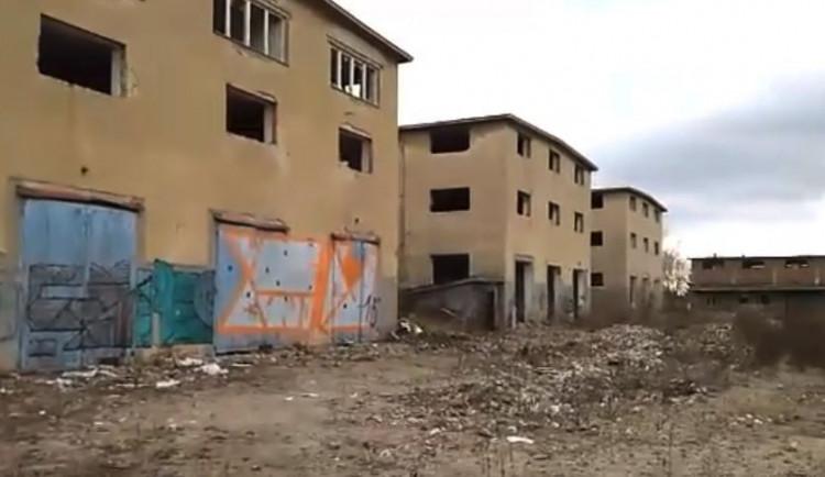 POLITICKÁ KORIDA: Co by podle zastupitelů mělo vzniknout na místě prodaných vojenských skladů u Baumaxu?