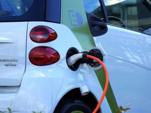 Dobíjecí stanice pro elektromobily bude vybudována v Prostějově na parkovišti u centra