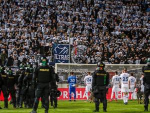 Policisté jsou kritizováni za zásah na Andrově stadionu. Podle nich byl adekvátní