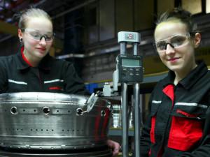 Že holky do strojařiny nepatří? To už dávno neplatí