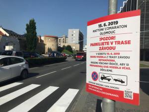 V sobotu odstartuje Mattoni 1/2Maraton Olomouc. Auta zaparkovaná v trase závodu budou odtažena