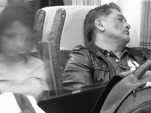Muž usnul ve vlaku hlubokým spánkem. Toho využil zloděj, který ho okradl o více než padesát tisíc