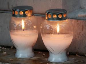 Ve Šternberku nemůžou lidé kvůli vedru zapalovat svíčky na hřbitově, hrozí požáry