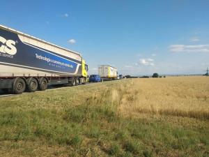 AKTUÁLNĚ: U Dubu nad Moravou se střetla dvě osobní auta a dvě dodávky. Na místě jsou tři mrtví a pět zraněných