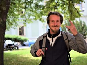(NE)OBYČEJNÍ: Všichni jste blázni, jenom já jsem letadlo, říká olomoucký bezdomovec Kenny