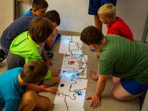 Odborníci na robotiku, vědci i provazochodci. Obliba olomouckých příměstských táborů roste