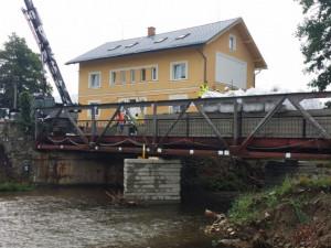 Most určený k demolici posloužil vědcům při extrémní zátěžové zkoušce. Unesl 460 tun