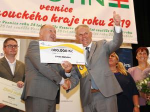 Zlatou stuhu získala obec Bělotín za vítězství vkrajském kole soutěže Vesnice roku 2019