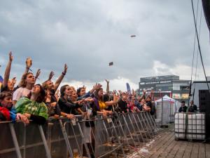 FOTOGALERIE: Létofest letos přilákal davy lidí, neodradily je ani bouřkové mraky a občasný déšť