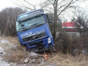 Řidič kamionu, který nadýchal tři a půl promile a způsobil škodu za tři miliony korun, dostal podmínku