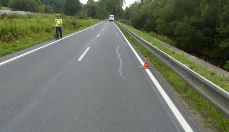 Policie žádá o pomoc svědky dopravní nehody autobusu ve Zlatých Horách
