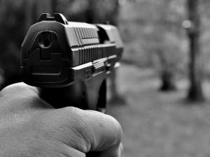 Opilý senior vystřelil z plynové pistole. Střelbě předcházel incident s mladším párem