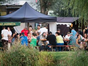 Minipivovary, řemeslně vařená piva, dobrá hudba a kvalitní program. V Olomouci se budou konat Chmelovy dožinkê