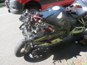 Motorkář při sjíždění z Červenohorského sedla nezvládl zatáčku, musel pro něj vrtulník