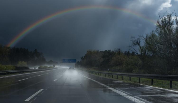 Na dálnici u Příkaz se ráno staly na stejném kilometru hned dvě dopravní nehody