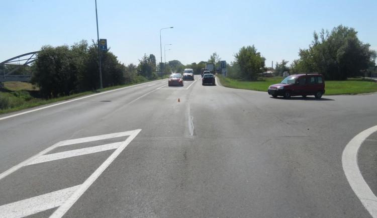 Policie rozplétá příčiny nehody cyklisty a seniora za volantem auta u černovírského mostu