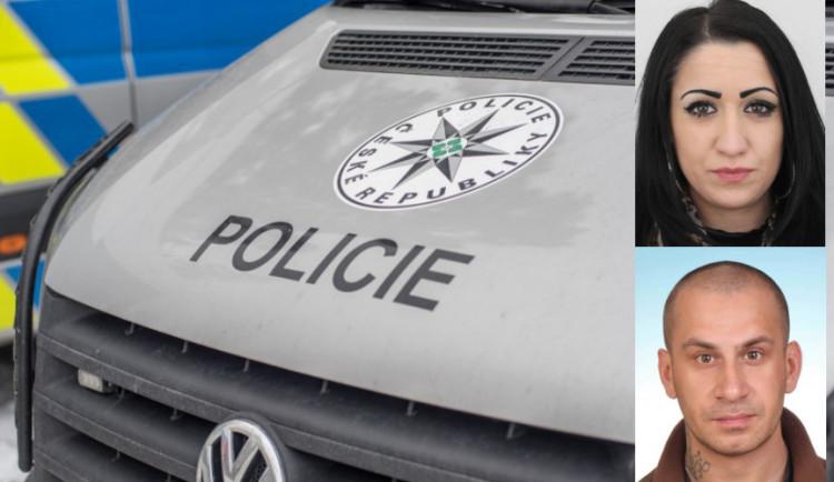 Policie pátrá po muži a ženě, kteří už měli být ve vězení. Schovávají se v Olomouci nebo okolí