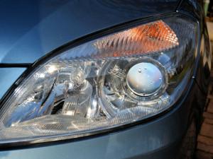 Zloděj si ze skladu firmy odnesl několik kusů světlometů. Způsobil škodu za více než 70 tisíc