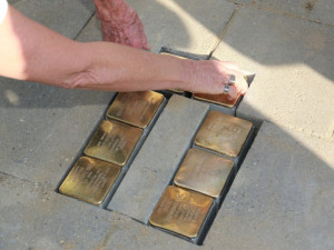 V prostějovských chodnících najdete první Kameny zmizelých, připomínají tragické osudy Židů