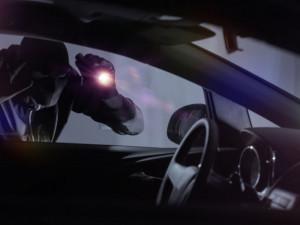 V Olomouci byla včera vykradena tři auta. U každého bylo rozbité okno
