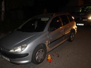 Opilá řidička nabourala do zaparkovaného auta v ulici Schweitzerova a ujela