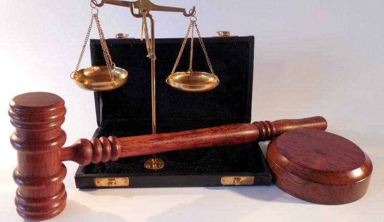 Šumperský soud v říjnu projedná případ sražené policistky motorkářem