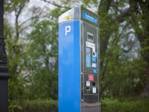 Od října budou muset řidiči používat parkovací hodiny na parkovišti před nemocnicí v Prostějově