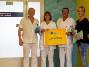 Modrý hroch pomohl olomoucké dětské chirurgii. Na golfovém turnaji se vybralo přes čtvrt milionu korun