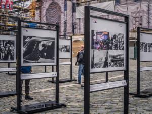 Na Horním náměstí je k vidění výstava ČTK Okamžiky sametové revoluce