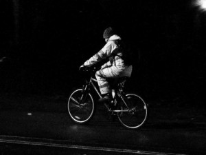 Opilý cyklista ohrožoval chodce. Hrozí mu pokuta až dvacet tisíc