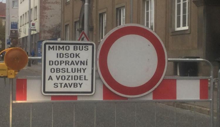Strážníci chytili řidiče, který projížděl přes uzavřenou Litovelskou bez řidičáku