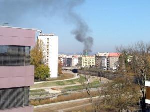 AKTUÁLNĚ: V Olomouci hoří chata. U požáru zasahují tři jednotky hasičů