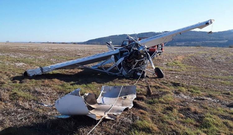 Hasiči vyjížděli k pádu letadla, kvůli větru se zřítilo z patnácti metrů