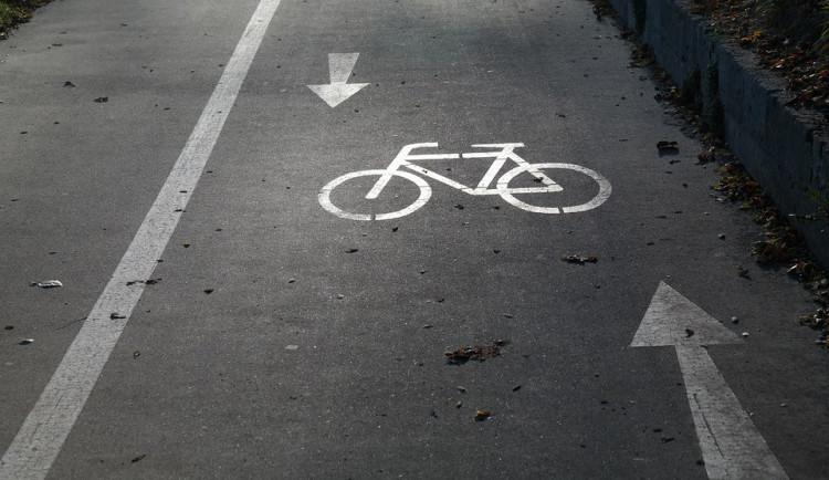 Výpadovku ve Šternberku bude lemovat stezka pro cyklisty i pěší, nahradí nevyhovující chodník