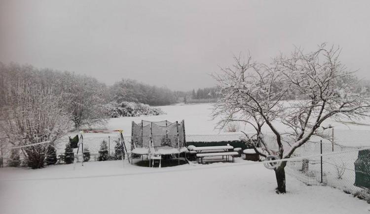 Šestina zimních pneumatik v testu jízdy na sněhu a ledu propadla