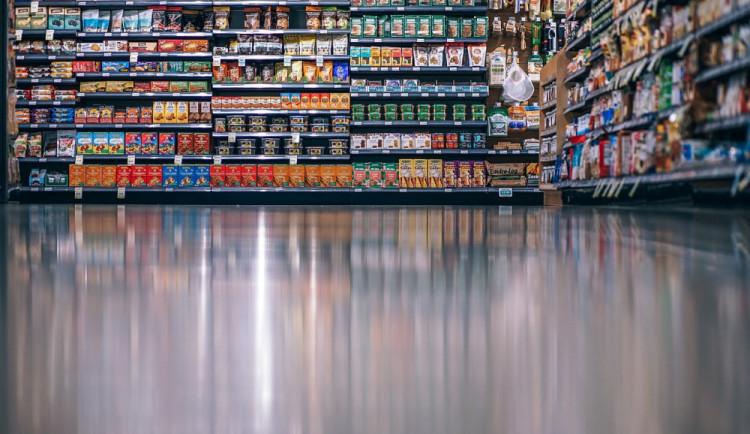Otec s dcerou kradli v supermarketu, odnesli si vysoké pokuty