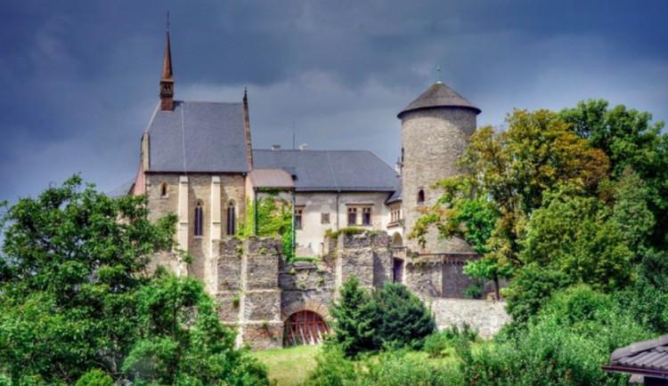 Hrad Šternberk opravuje soubor kachlových kamen. Projekt vyjde na 1,5 milionu korun