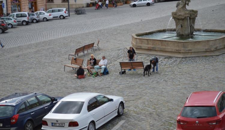 Olomouc chce opět zakázat pití alkoholu na Horním i Dolním náměstí