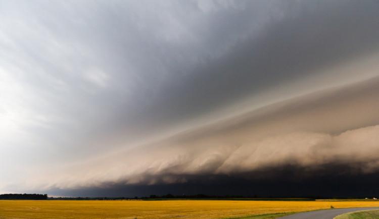 POČASÍ NA NEDĚLI: Trochu se oteplí, ale čeká nás déšť a silný vítr